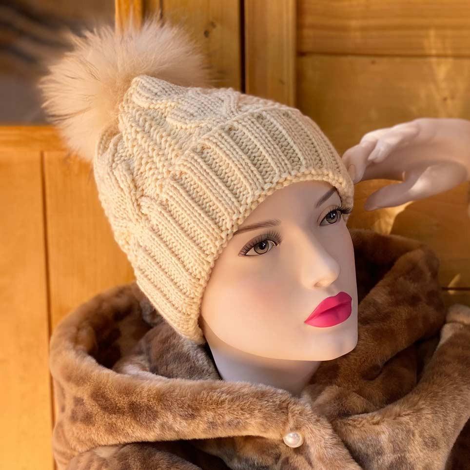 Bonnet Beige pompon fourrure modèle Charly Acrylique et Laine ne gratte pas